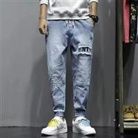 Quần jeans jogger in chữ MT